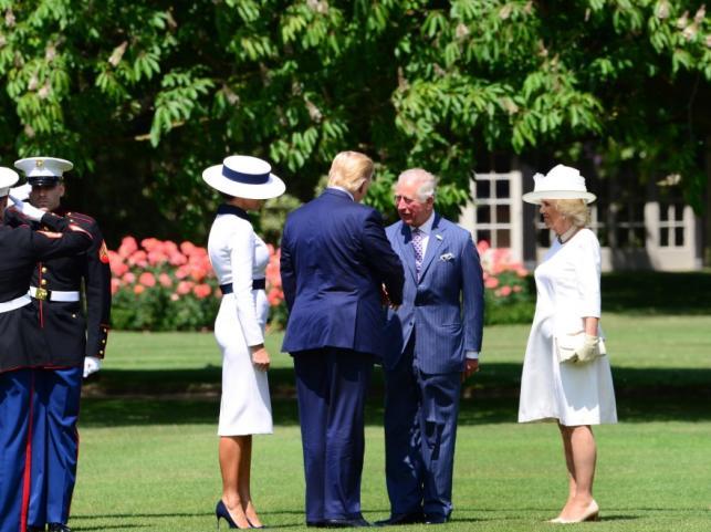 Melania i Donald Trumpowie oraz książę Karol i księżna Camilla