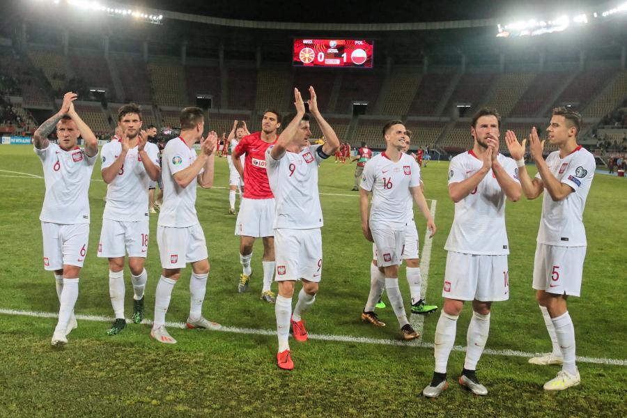 596fd8c3d Polscy piłkarze po pokonaniu w Skopje Macedonii 1:0 w eliminacjach Euro  2020 wrócili w nocy do kraju. Ci, którzy grali co najmniej 45 minut, ...