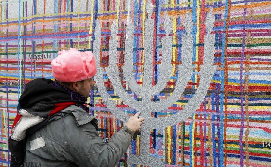 Akcja naprawy muralu w 2018 roku