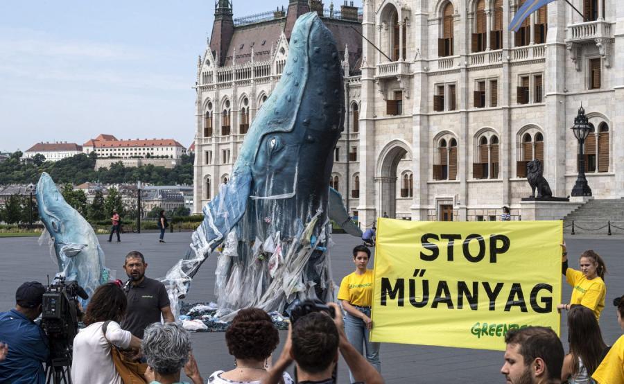greenpeace demonstracja przed parlamentem Węgry