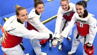 Reprezentacja Polski kobiet w taekwondo - od lewej: Magdalena Leporowska, Karolina Ziejewska, Gabriela Dajnowicz i Patrcyja Adamkiewicz podczas 30. Letniej Uniwersjady