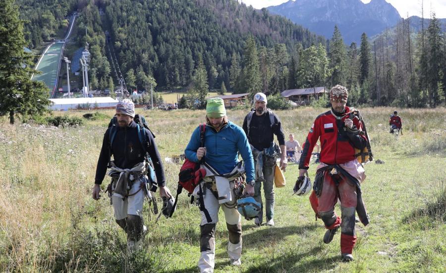 Zespołów ratowników, którzy prowadzili akcję w jaskini Wielkiej Śnieżnej