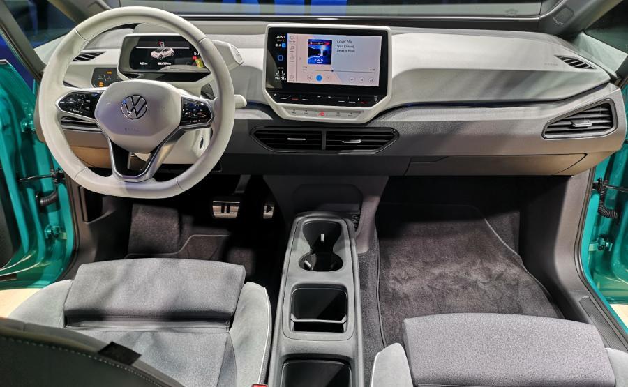 Volkswagen ID.3 w klasie aut elektrycznych ma być tym, czym Garbus i Golf razem wzięte. Przystępnym, popularnym samochodem za rozsądne pieniądze i punktem odniesienia dla rywali