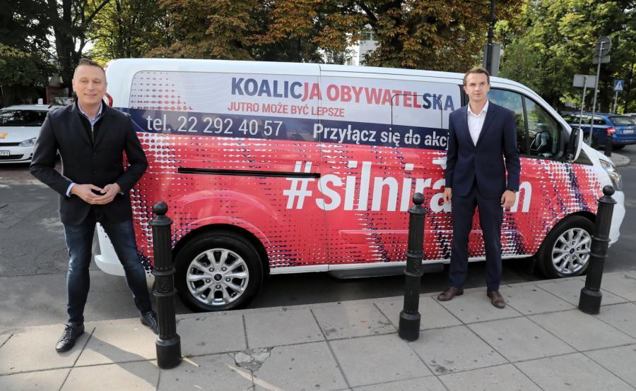 Krzysztof Brejza i Adam Szłapka podczas prezentacji akcji \