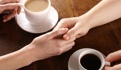 Pijąc kawę, patrz w oczy ukochanej