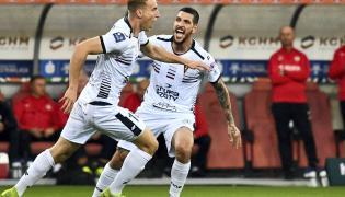 Radość piłkarzy Pogoni, z lewej zdobywca bramki Adam Buksa