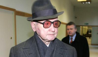 Jaruzelski musi jeszcze zostać w szpitalu