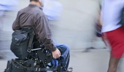 Niepełnosprawny mężczyzna - zdjęcie ilustracyjne