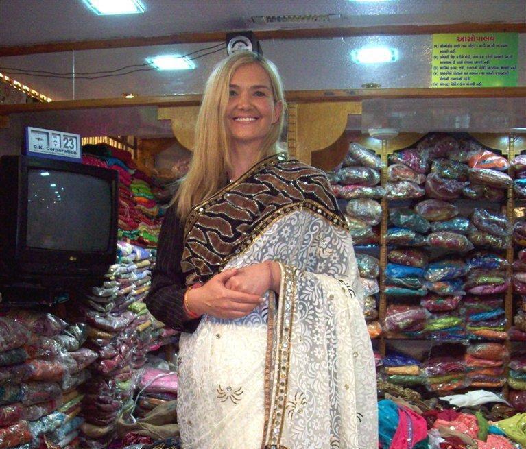 Anna Kalata w sklepie odzieżowym