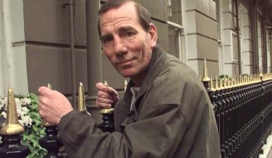 Pete Postlethwaite (1945 – 2011)