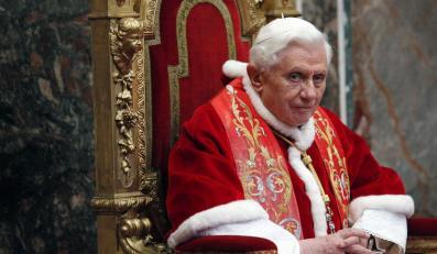 Papież wraz z dziećmi wypuścił gołębie pokoju