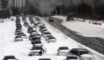Potężna burza śnieżna sparaliżowała Chicago