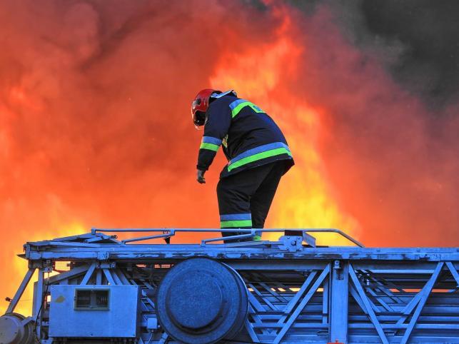 Z ankiety wynika, że ankietowani Polacy najbardziej szanują pracę strażaków. Duże poważanie ma ona u 87 procent badanych