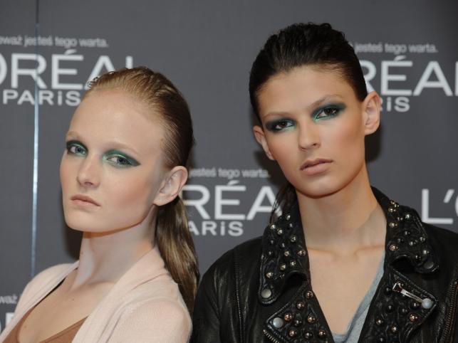 Modelki pomalowane kosmetykami L'Oreal Paris na pokazie Macieja Zienia