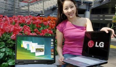 Modelka LG sugeruje: Zamień desktopa na nasz laptop