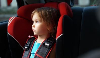 Kiedy dziecko nudzi się w aucie...