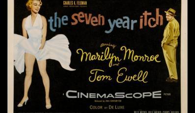 """Plakat reklamujący film z udziałem Marilyn Monroe, """"Słomiany wdowiec""""."""