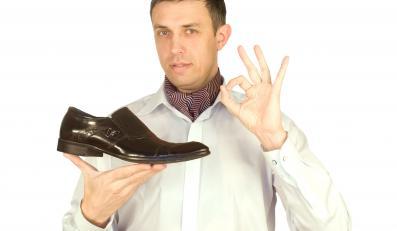 Umiejętność odpowiedniego doboru obuwia do wieczorowego stroju bardzo często się przydaje.