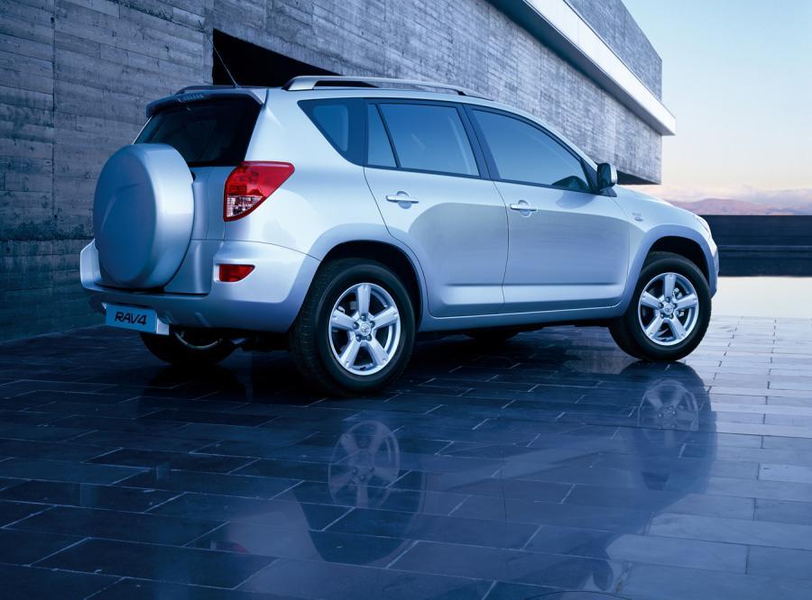 Toyota RAV4 jest najlepiej sprzedającym się czteronapędowcem