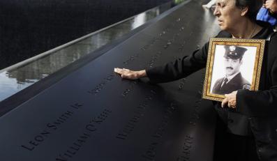 Lista ofiar widnieje na ścianach pomnika WTC.