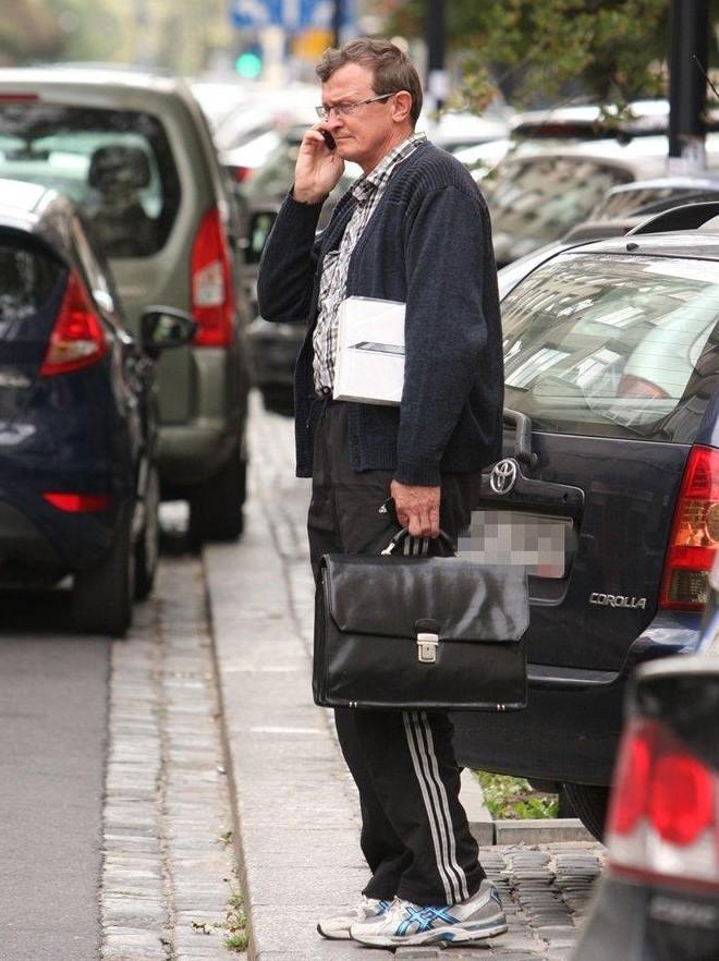 Tadeusz Cymański w dresowych spodniach