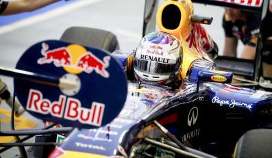 Vettel wygrał w Singapurze. O włos od tytułu