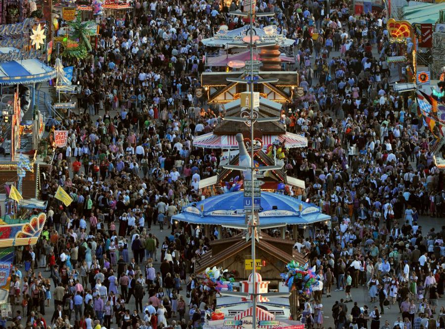 Tłumy na Oktoberfest w Monachium