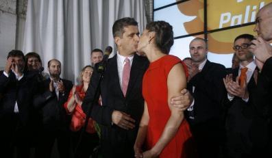 Palikot całuje żonę, fot. Rafał Meszka