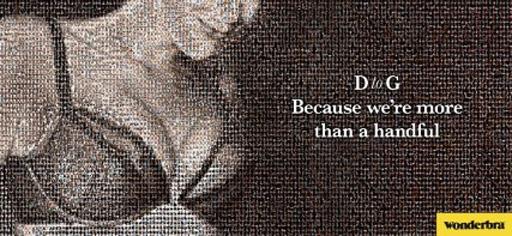 Z mozaiki tysięcy miniaturowych zdjęć wyłania się popiersie Katie