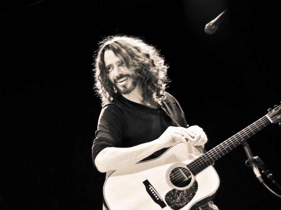 Chris Cornell gra \