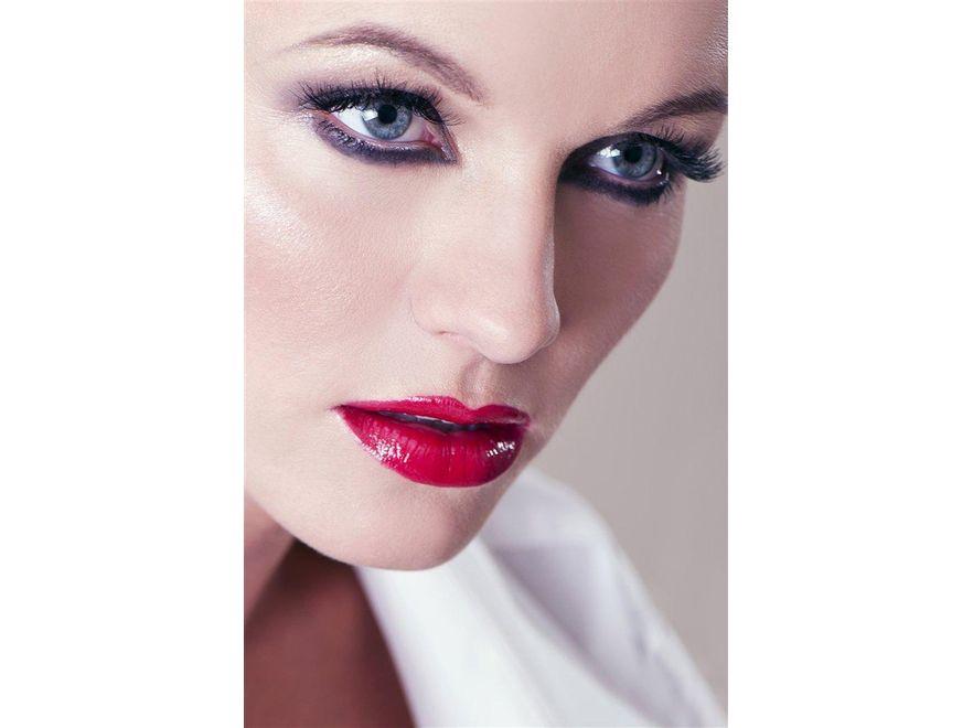Marta Szulawiak, Fot. Magda Trebert / www.believeincolors.com, make up: Anna Rukat