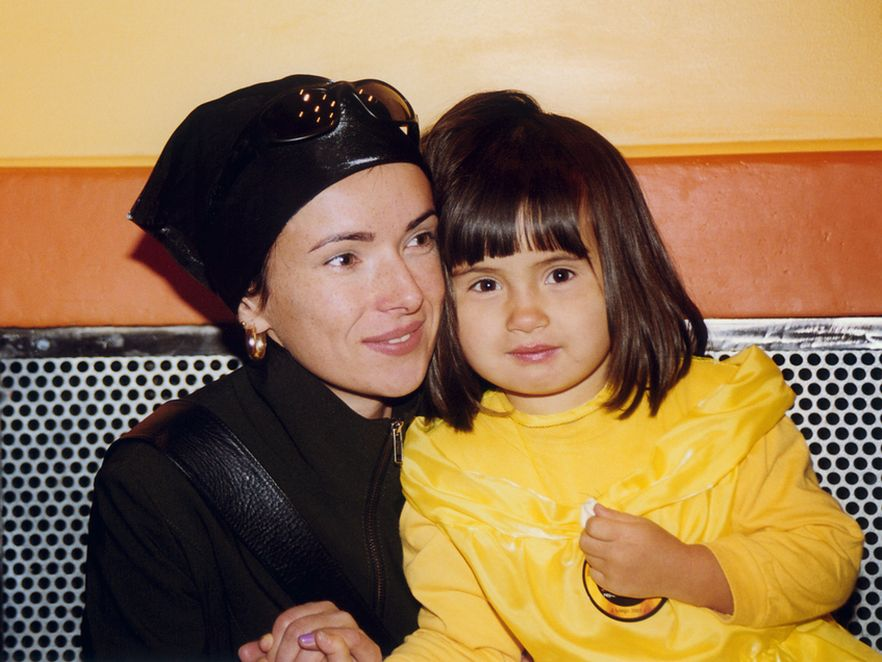 Kasia Kowalska z córką Aleksandrą w 2001 roku