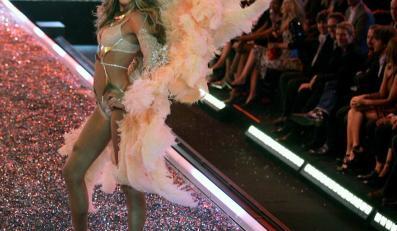 Gisele Bundchen podczas pokazu Victoria's Secret
