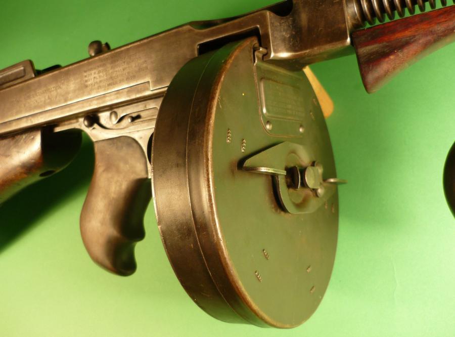 Pistolet maszynowy Thompson (znany jako Tommy Gun)