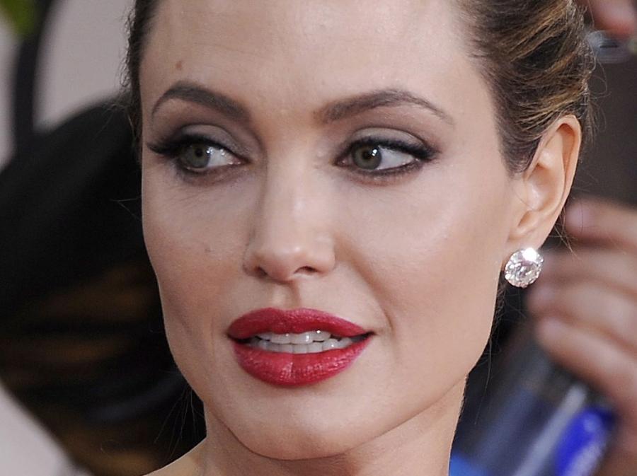 Twarz Jolie również jakby się zaokrągliła i nie straszyła już nienaturalną chudością