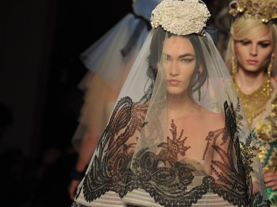 Pokaz kolekcji haute couture wiosna 2012 Jeana Paula Gaultiera.
