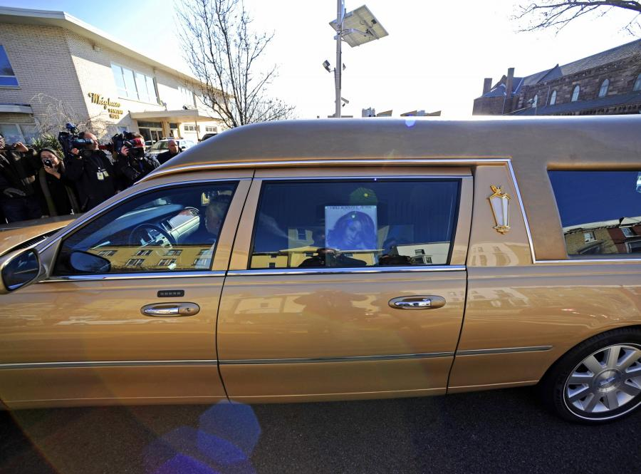 Na pogrzebie Whitney Houston pojawią się między innymi Aretha Franklin, matka chrzestna piosenkarki. Wystąpi Stevie Wonder, będzie przemawiał Kevin Costner