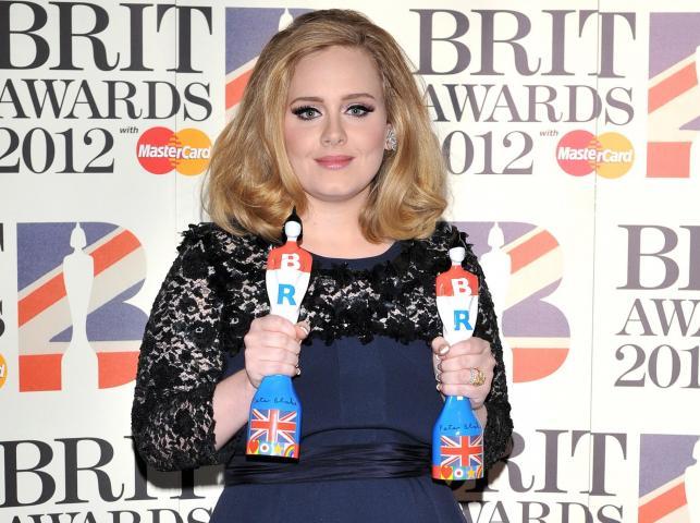 """Adele została doceniona za najlepszy album (""""21"""") oraz jako najlepsza artystka"""