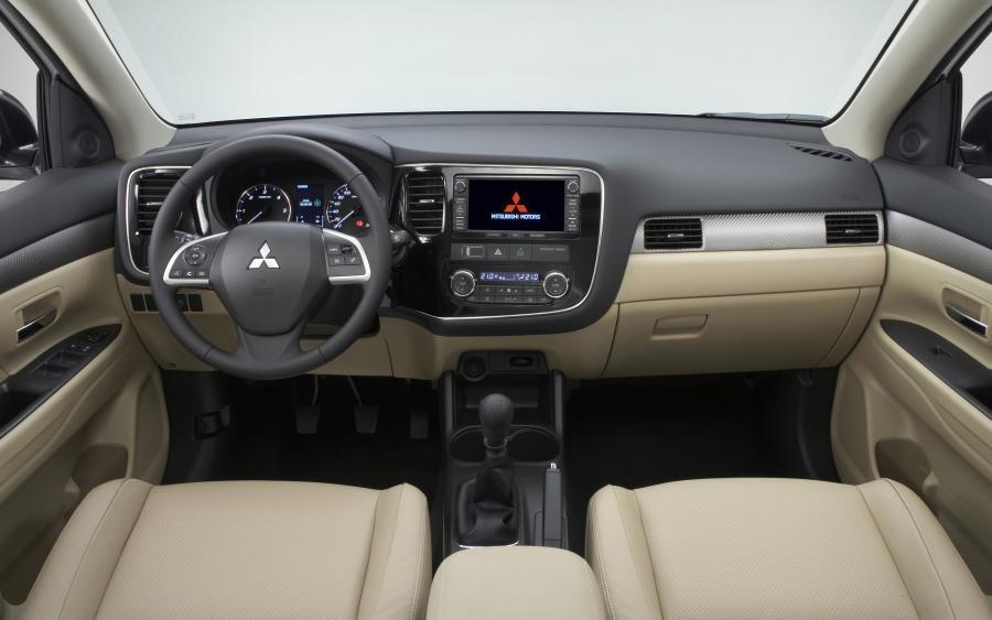 Mitsubishi outlander - wnętrze