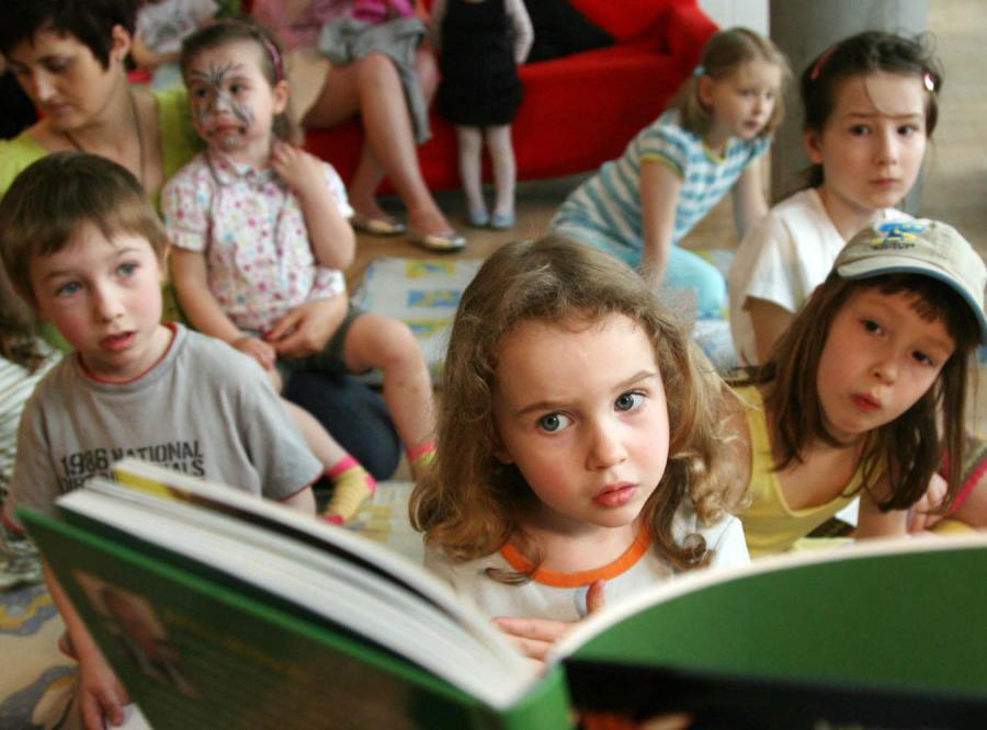 Naukowcy: Czytanie rozwija emocje