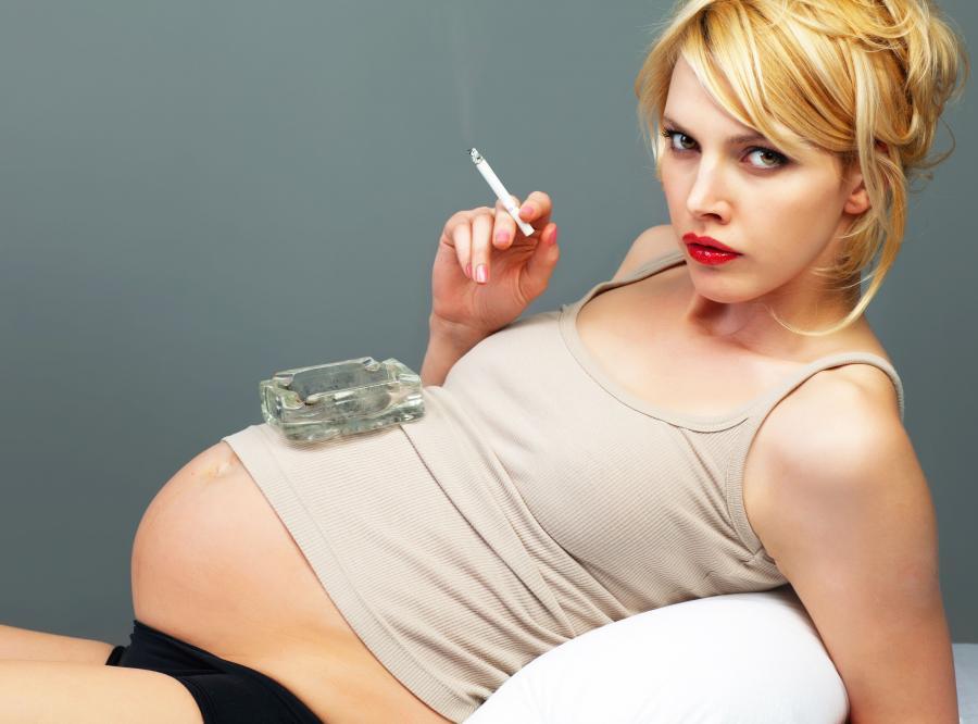 Palenie papierosów w ciąży powiązane z autyzmem u dziecka