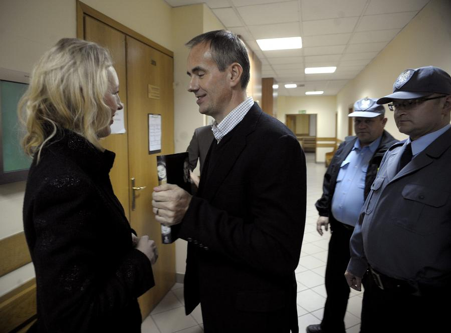 Marek Dochnal z żoną w sądzie