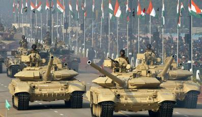 T-90 (w tle T-72) w barwach armii indyjskiej
