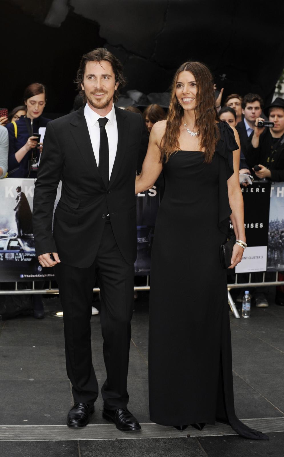 """Christian Bale z żoną Sibi Blazic na premierze filmu """"Mroczny rycerz powstaje"""" w Londynie"""