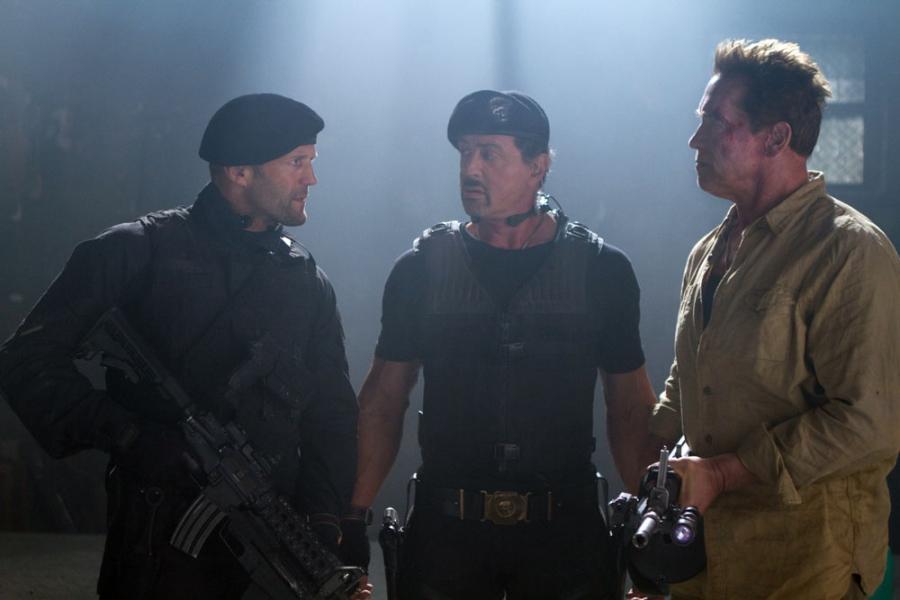 "Jason Statham, Sylvester Stallone i Arnold Schwarzeneggerw filmie ""Niezniszczalni 2"""