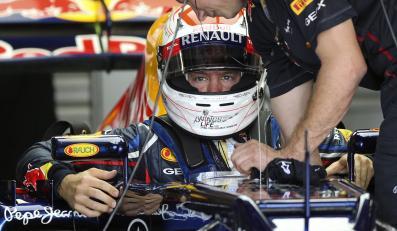 Sebastian Vettel wsiada do bolidu