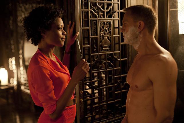 "Naomie Harris i Daniel Craig w filmie ""Skyfall"""