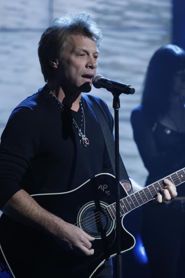 "Jon Bon Jovi podczas koncertu dla ofiar huraganu ""Sandy"""