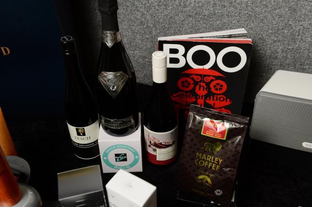 """Zawartość """"Artist Gift Bags"""", czyli torby z prezentami dla gwiazd MTV EMA 2012"""