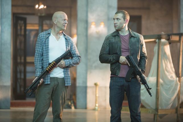 """Bruce Willis i Jai Courtney w filmie """"Szklana pułapka 5"""""""